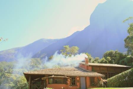 Chez Pyrénées  Chalés em Araras - Chalé M Comprida