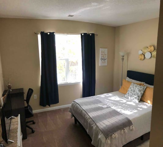 Private Bedroom/Bathroom near RTP/RDU/Brier Creek