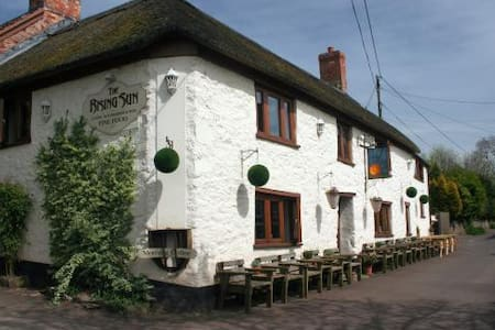 THE RISING SUN INN: Quantock room #1