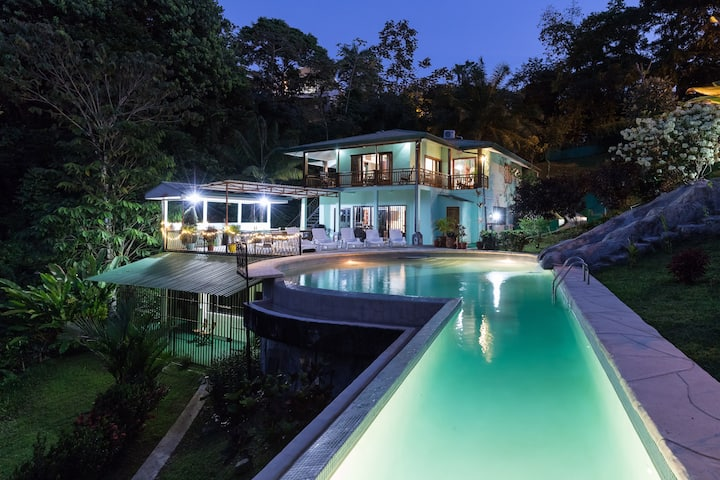 Deluxe Villa with AC, large pool with slide