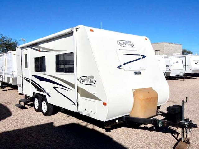 SOLID / CLEAN CAMPING TRAILER FOR PICK UP ONLY