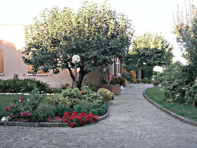Splendida villa a due passi dal mare - La Croce - Bed & Breakfast