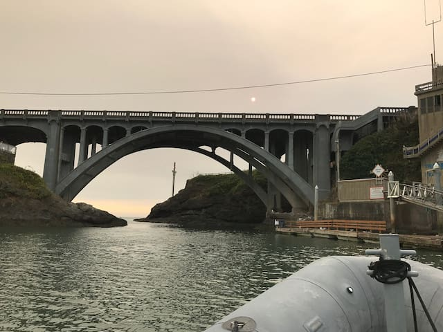 Depoe Bay Bridge, looking out to sea
