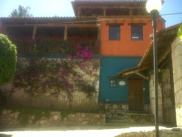 exelente departamento Amueblado con terraza - Guanajuato - Apartamento