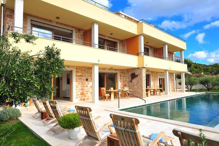 New Villa Fora, Beautiful studio Orange