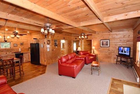 Little Bear Lodge..Black Bear Lodges on 4th Lake