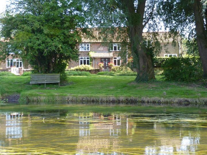 Drabblegate River Cottage