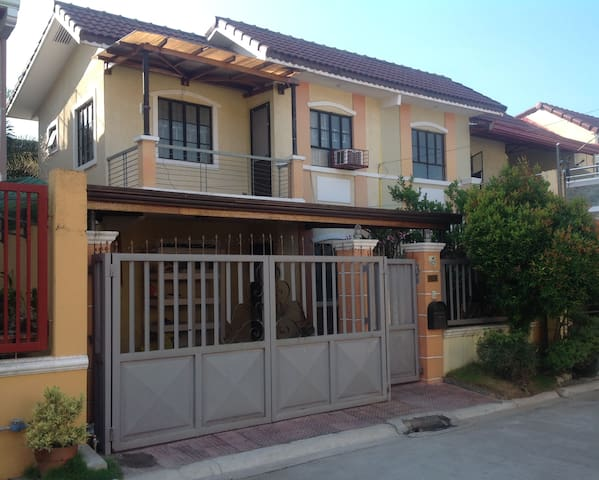 Quiet Home in Gated Community - Imus City - Huis