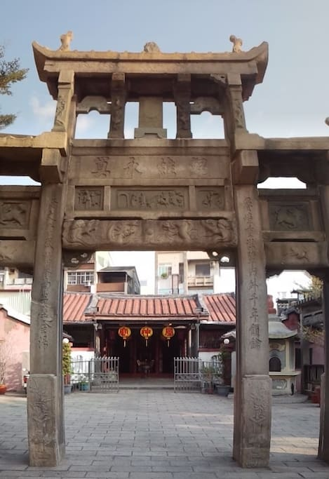 The stone gate leading to my alley and behind, the temple of my neighbor the god of the Wind, one of the oldest in the country.
