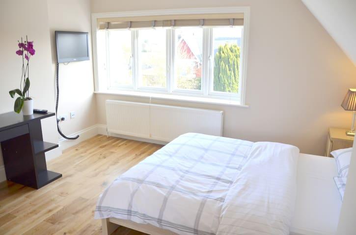 Double Bedroom with en-suite bathroom