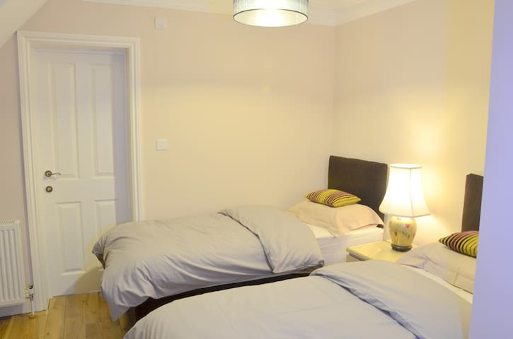 twin/double room with en-suite bathroom