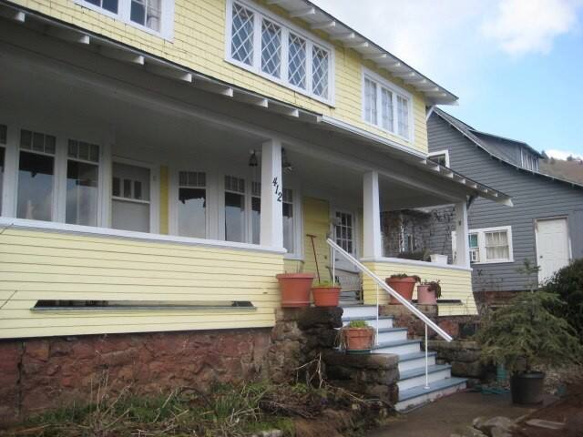 White Salmon Big Yellow House Plus