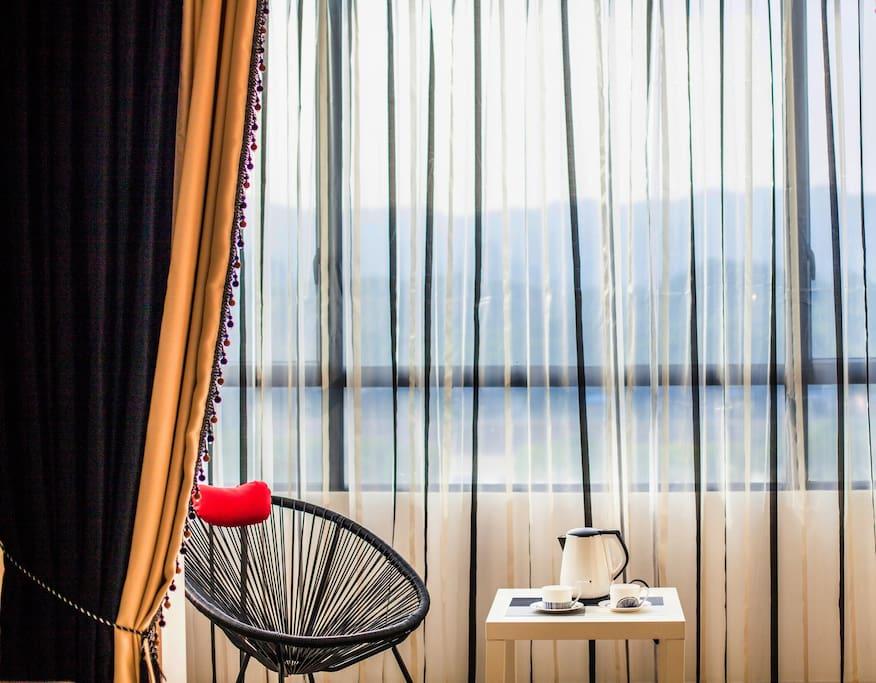 清新的阳台风情,一把摇椅,一杯咖啡,度过慵懒的午后时光。