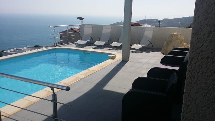 villa face mer 180 ° piscine terrasse clim