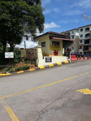 A serene suburb Mawar Apartment - Rawang - Apartment
