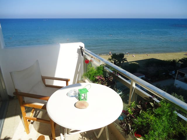 Sea view apartment on the beach - Larnaka