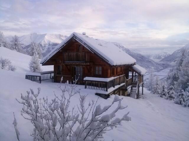 Chalet au Sauze 1700 sur les pistes - Enchastrayes - Chalet