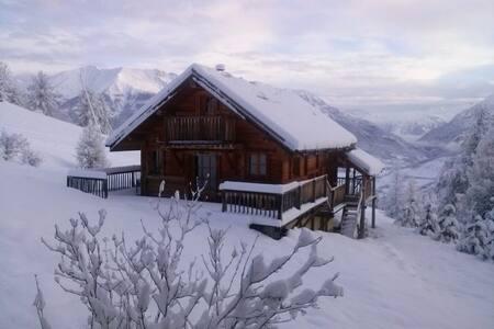 Chalet au Sauze 1700 sur les pistes - Enchastrayes - Alpstuga