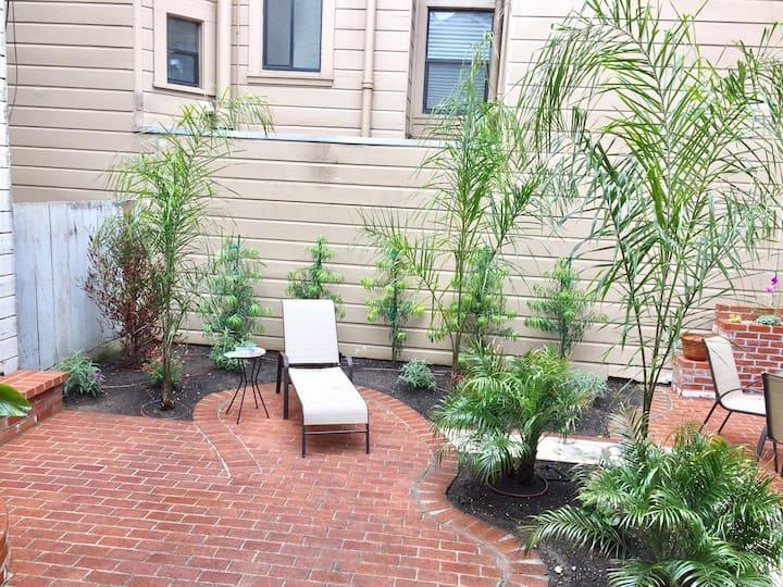 Private Tropical Garden & Patio, 9' Closet, W/D