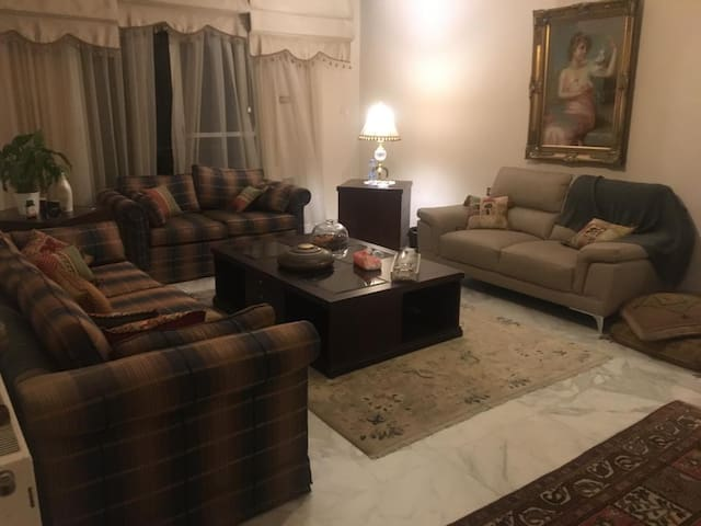 Private Room (females only) in West Abdoun