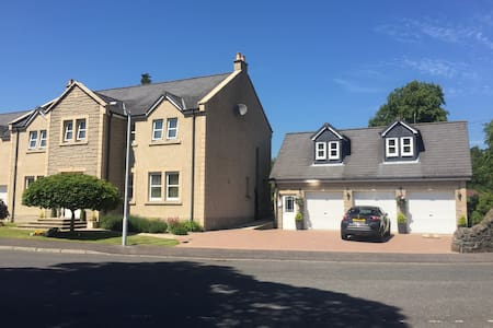 Large Executive Studio Apartment, Glenrothes