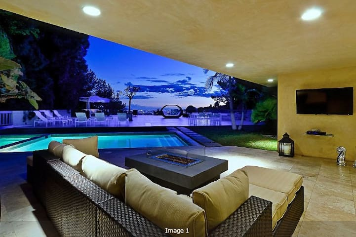 Beverly Hills Estate with City Views- 7 Bedroom