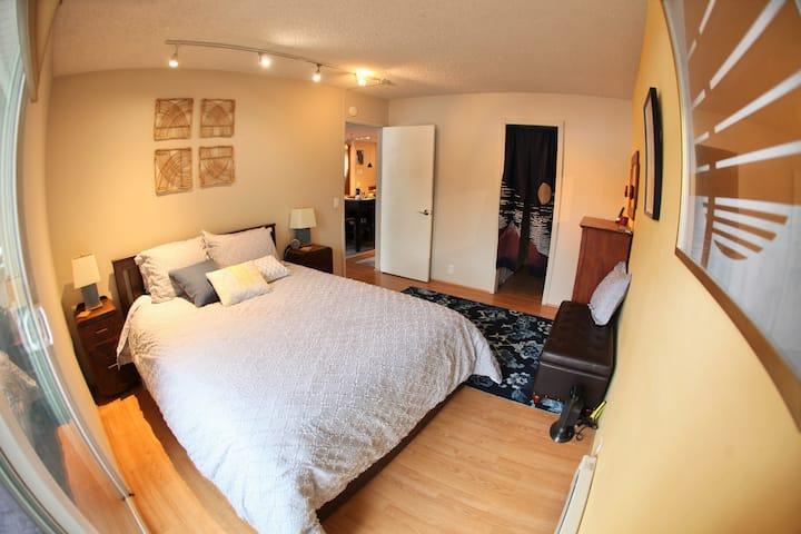 Brightly lit, comfy, quaint 1 bedroom + loft condo