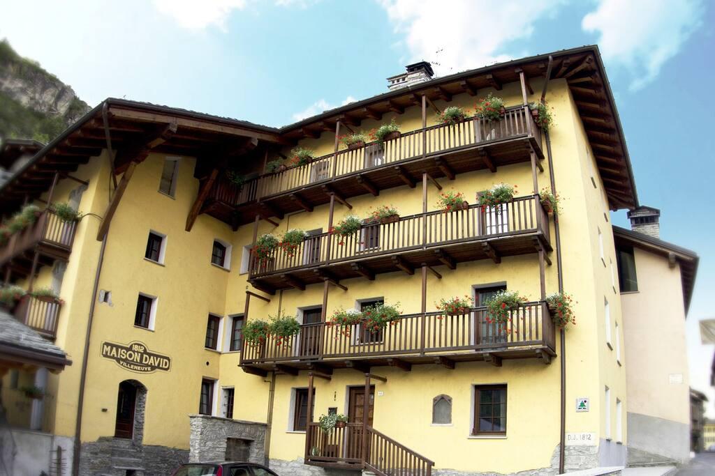 Maison david paill r apartments for rent in villeneuve for A la maison translation