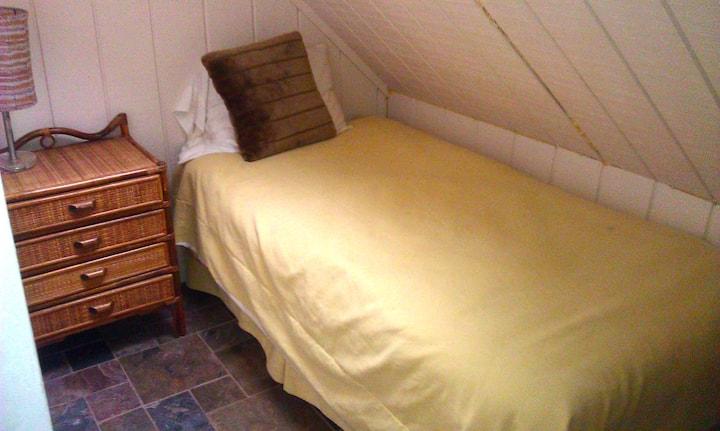tiny room ECO Home 1 blk to Beach