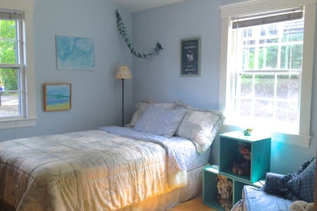 Charming Room in Center of Old Town - Marblehead - ที่พักพร้อมอาหารเช้า