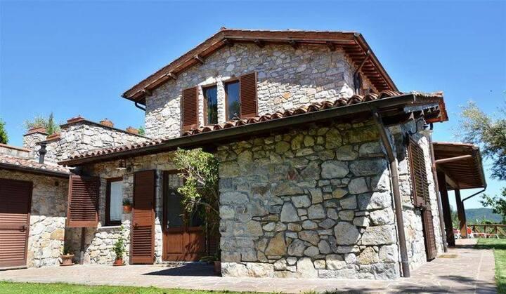 Casa Katia con piscina privata a 40min da Lucca