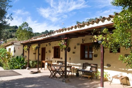 Casa en la montaña 15km de la costa - Moya - Villa