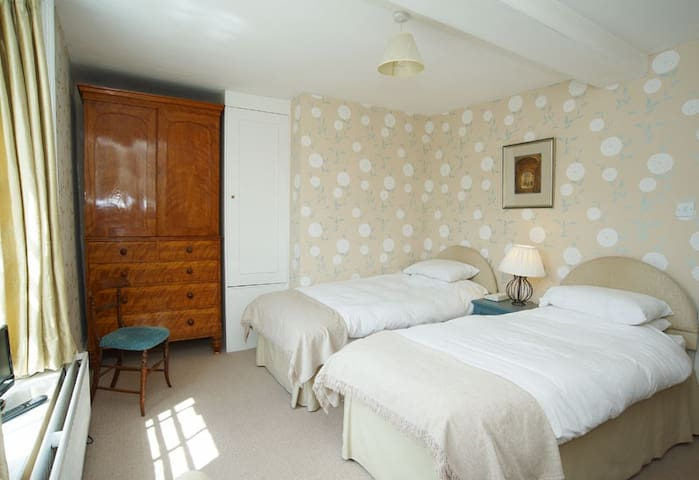 Castleton House Bed and Breakfast - Mere - Bed & Breakfast