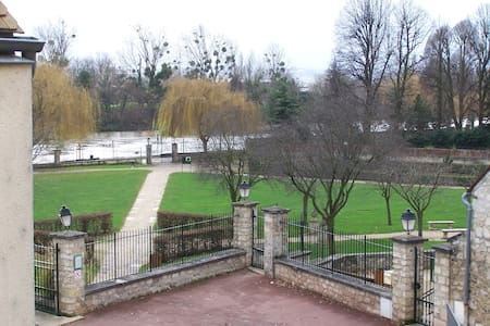 Nice room, view on park and Seine - Carrières-sur-Seine