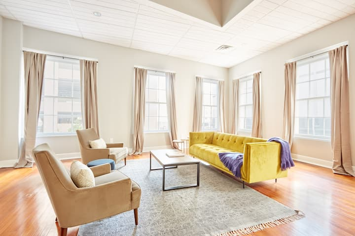 Sonder at Baronne Manor | Spacious 5BR + Rooftop