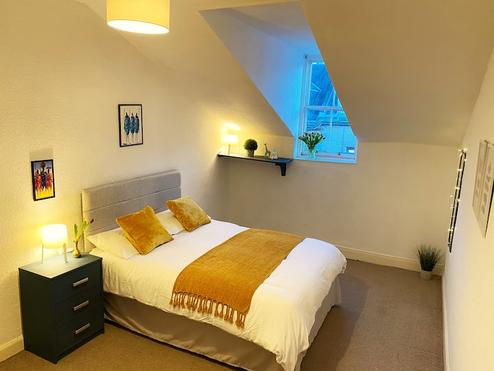 Room to Let: Edinburgh City Centre (R1)