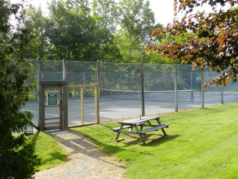 Shared Har-Tru Tennis Court (Open Memorial Day to Labor Day only)