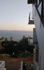Ocean Heights Home Stay (Room 3) - Dona Paula - Bed & Breakfast