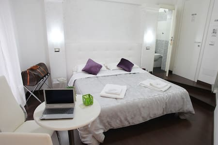 Double room Rome B&B Cheap & Chic! - Bed & Breakfast