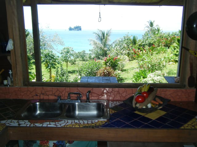 Beautiful, Secluded Home to Relax and Revive - Bocas Del Toro - Cabin