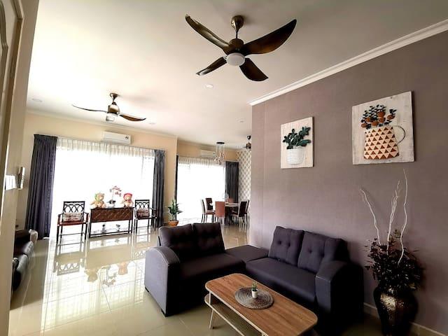 關丹渡假屋Kuantan Teluk Cempedak 4 bedrooms 12pax