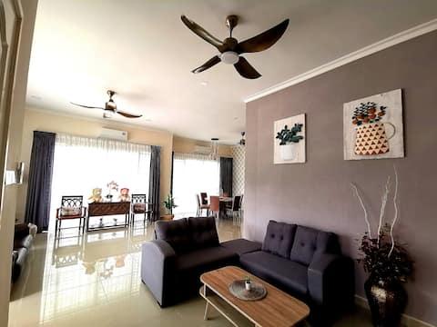 關丹渡假屋Kuantan Teluk Cempedak 4 bedrooms 8 to 12pax