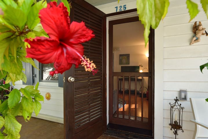 ~SOLARIS COTTAGE~ Old Town Livin' - Steps To Duval