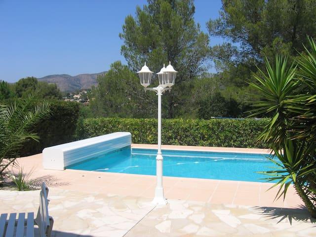 piscine 11 x 5 sécurisée avec rideau électrique