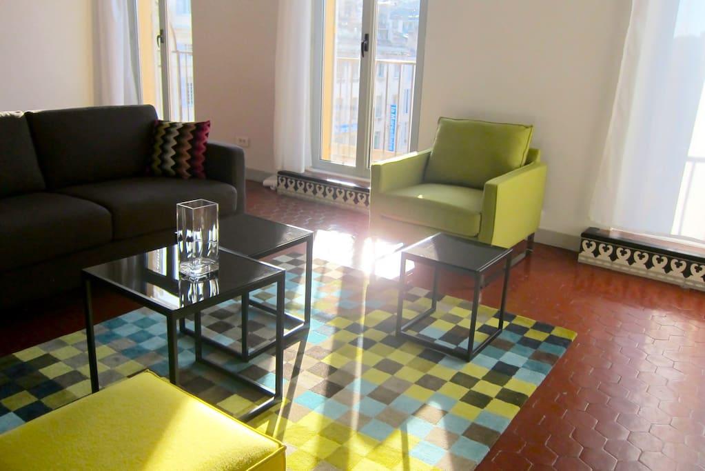 A sunny living room...