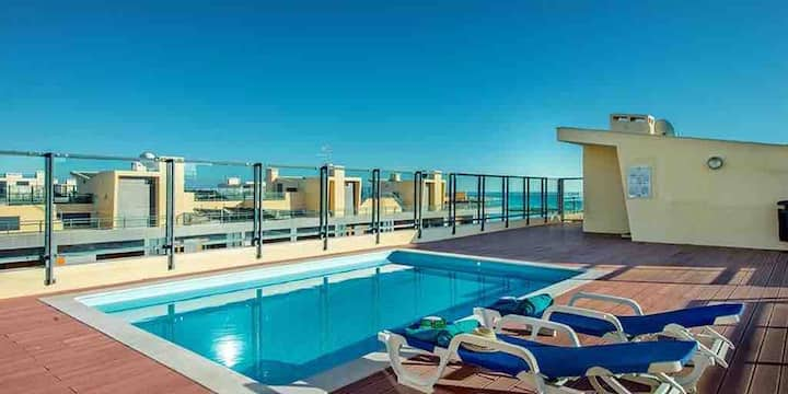 New 2 bedroom flat with rooftop pool in Olhão