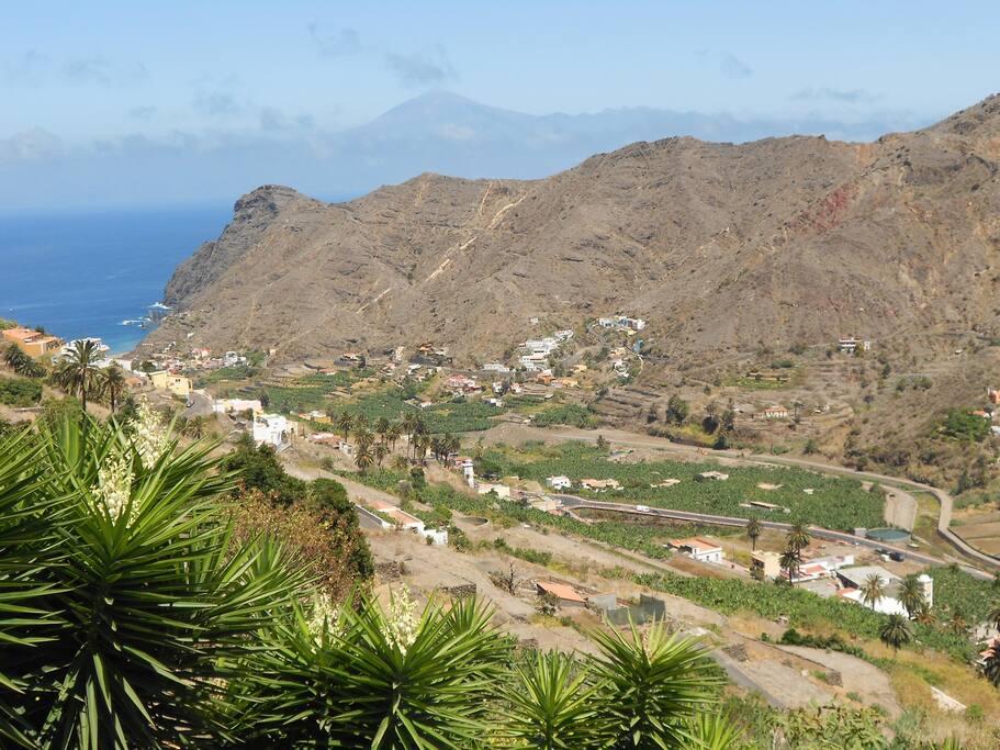 vistas desde la casa de todo el valle , el mar y la isla de Tenerife