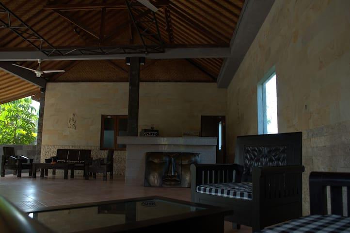Ketewel budget room 01 Gianyar Bali - Kuta - Apartemen