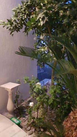 Просторная, видовая квартира с бассейном. Пафос