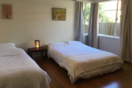 Preston bedroom, own bathroom + lounge, near tram.